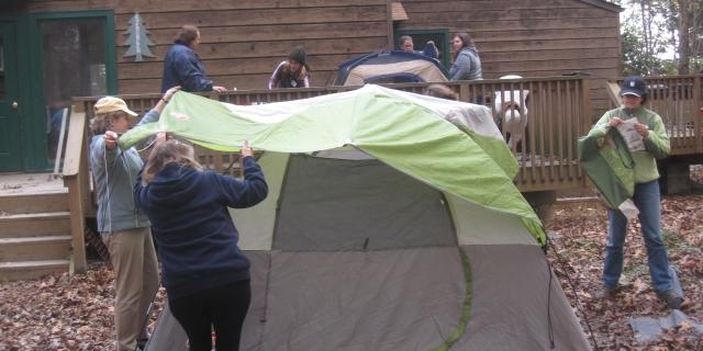 volunteers-tent_880x440